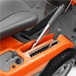 Husqvarna R 216 AWD összkerék meghajtású rider vágóasztallal