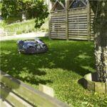 A Husqvarna Automower® automatikusan érzékeli a szűk átjárókat és akár a legszűkebb átjárón is keresztülhalad.