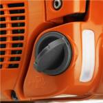 Felpattintható tanksapka. A flip-up tanksapka könnyen nyitható és ugyanilyen könnyen zárható tankolás után.
